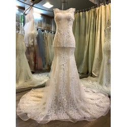 váy cưới tôn dáng ren ẩn màu da