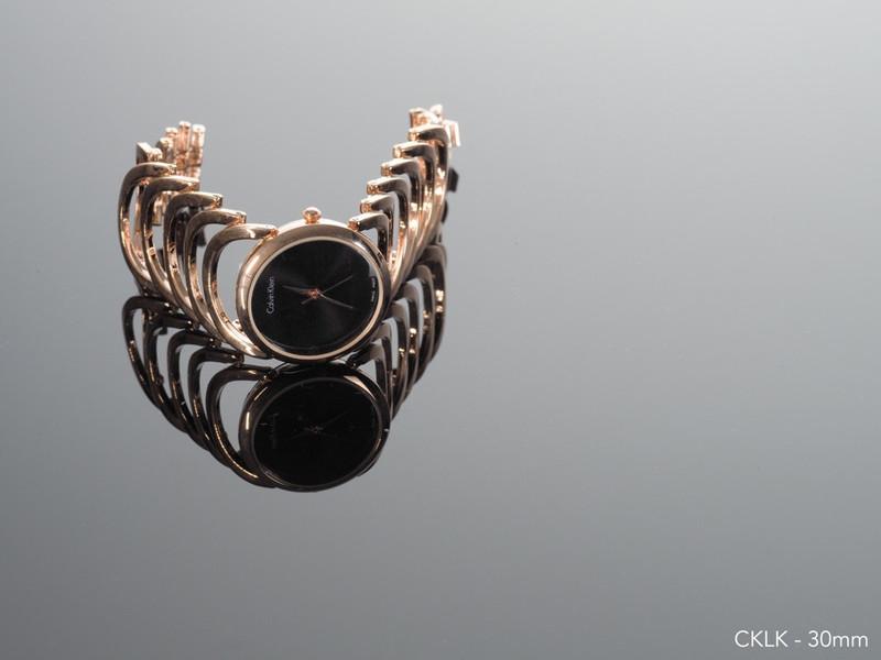 Đồng hồ lắc tay thời trang 1