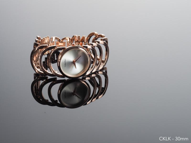 Đồng hồ lắc tay thời trang 2