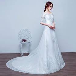 áo cưới dáng suông ngang vai, tay lửng ren mềm tinh tế