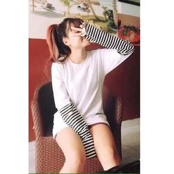 Áo thun nữ tay dài cổ tròn phối sọc ống tay cực style