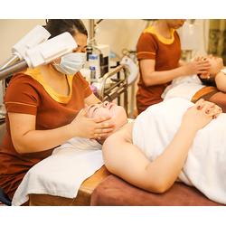Điều trị mụn xóa sạch vết thâm se khít lỗ chân lông tại Làng Spa