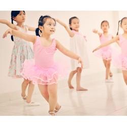 Khóa học múa hoặc nhảy hiện đại tại Trung tâm nghệ thuật Ami Art