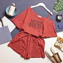 Set cotton áo lệch vai thêu chữ và quần sooc