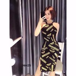 Đầm body in chữ vàng