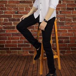 quần jean đen chỉ vàng