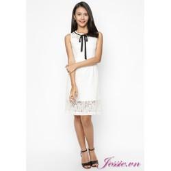 Đầm ren trắng, nơ cổ của nhãn hàng Jessie Boutique