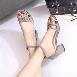Giày nữ đế vuông