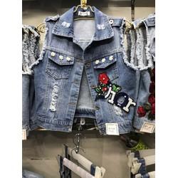 Áo khoác jeans was rách thêu hoa