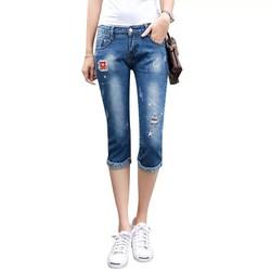 Quần jeans lửng rách nhẹ
