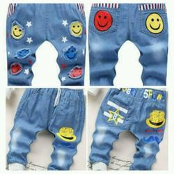 Combo 2 quần jean dài bé trai hình bàn chân và mũ