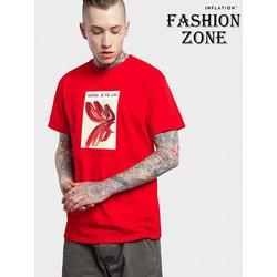 Áo thun unisex màu đỏ in hình rất cá tính.