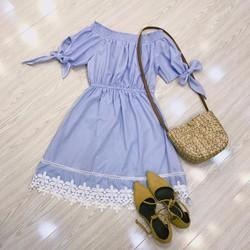 Đầm trễ vai xanh chân hoa ren