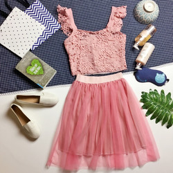 Set áo croptop ren hoa tay bèo và chân váy voan lưới đai thun