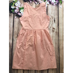 Váy hồng buộc nơ cổ