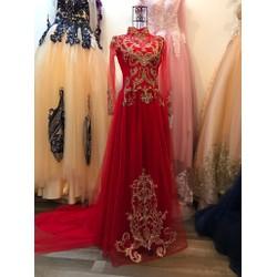 áo dài cưới màu đỏ, ren gân đồng đính tinh tế