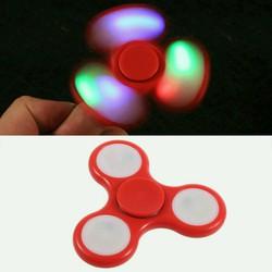 Con quay spiner ba cánh có đèn led màu đỏ
