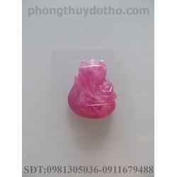 Mặt dây chuyền hồ ly ôm hoa phú quý đá Ruby hồng dài 2 x 2.4 cm