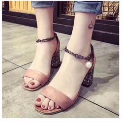 giày gót vuông quai ngang quàng cổ chân ngọc trai