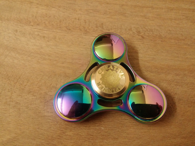 Spinner Cầu Vồng 8