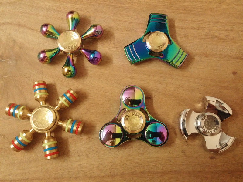 Spinner Cầu Vồng 10