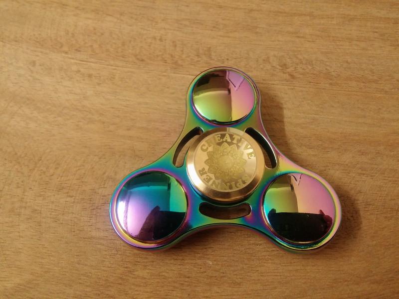 Spinner UFO Bi Sứ 8