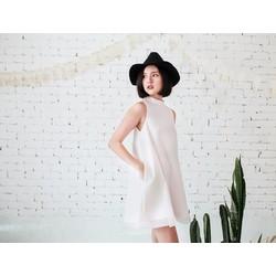 Đầm suông trắng xinh xắn