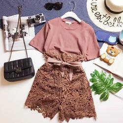 Set áo cotton trơn và quần sooc ren lưng cao