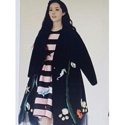 Áo khoác nữ dày kiểu dáng thu đông, phong cách sành điệu.