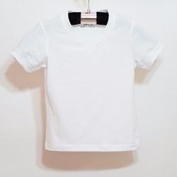 Áo thun xược cổ tim trắng đơn giản mà phong cách