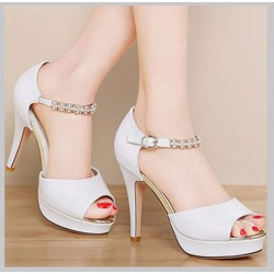 Giày cao gót quai cài trang trí