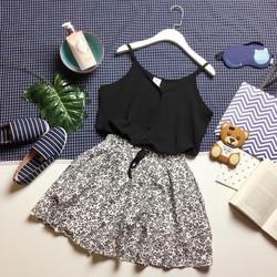 Set áo hai dây và chân váy hoa nhí