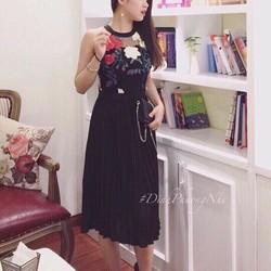 Đầm xoè ren hoa cổ yếm tùng dập ly hàng QC