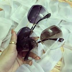 kính xi ốc hot girl