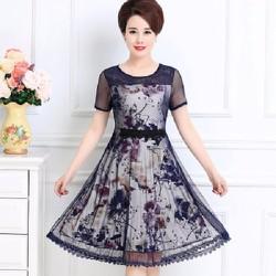 Đầm nữ ngắn tay phối họa tiết, phù hợp tuổi trung niên