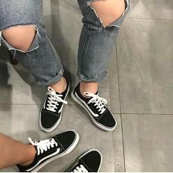 Giày sành điệu thời thượng