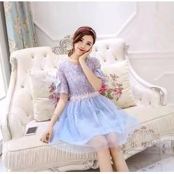 Đầm ren hoa xẻ tay loe đính nơ phối chân váy lưới ánh kim viền hông