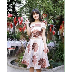 Đầm xòe bẹt vai hoa