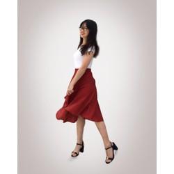 Chân váy xòe hoa đỏ