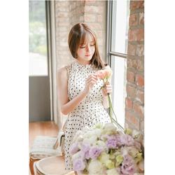 Đầm yếm chấm bi