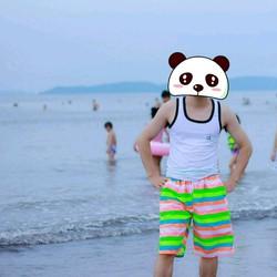 quần shorts nam sắc màu rực rỡ đi biển là lung linh luôn