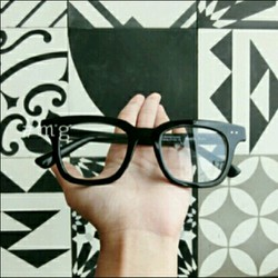 kính cận 2 chấm