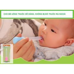 Dụng cụ cho bé uống thuốc