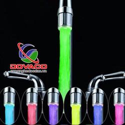 Vòi nước phát sáng đổi màu