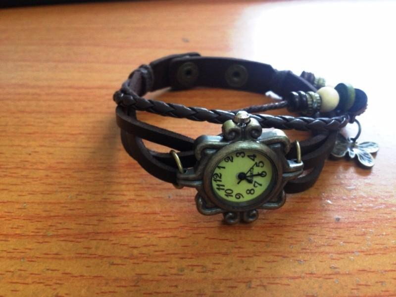 Đồng hồ dây da phong cách cổ điển lạ lẫm cho nữ 1