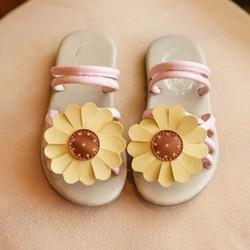 Sandal bé gái hoa cúc vàng tươi tắn mùa hè size nhỏ và đại