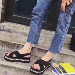 Giày sandal quai chéo phong cách Hàn