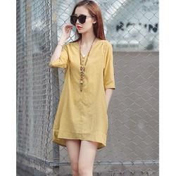 Đầm suông tay lỡ xẻ tà phong cách Hàn Quốc.