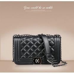 Túi xách thời trang cỡ trung khoá xoay caro đen