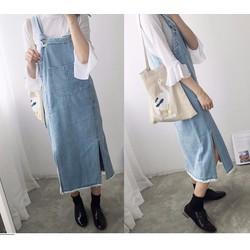 Váy yếm jean dài xẻ tà